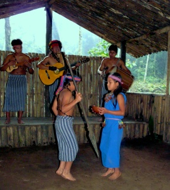 shuar-dancing-show-2